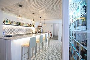 Gres porcelánico de 20x20 como pavimento en el Restaurante