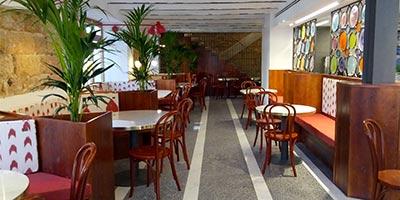Porcelánico imitación terrazo como pavimento en Chocolatería en Mallorca