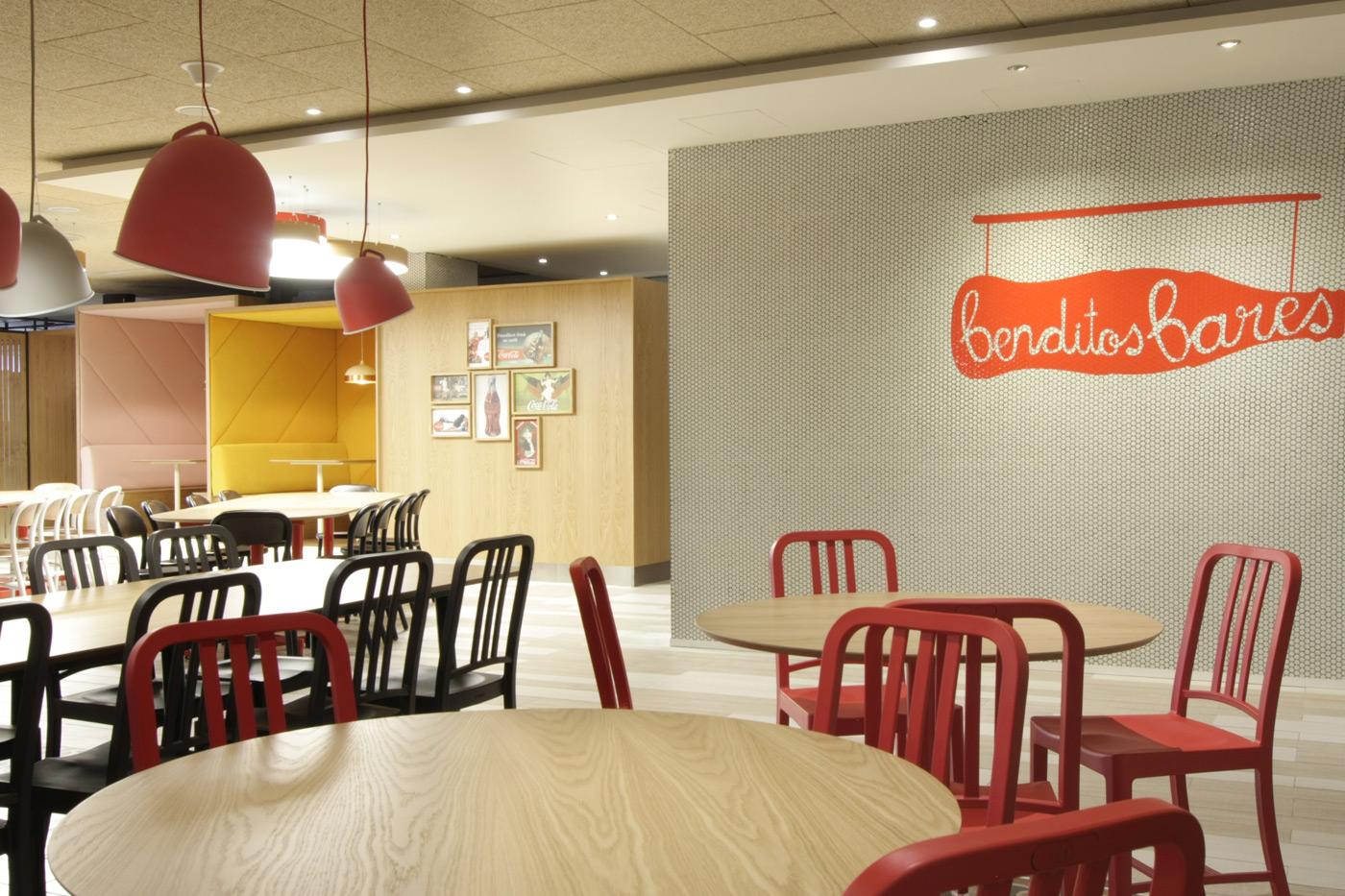 Coca cola comedor vives azulejos y gres for Oficina correos castellon