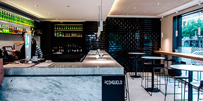 Wall tiled with black subway tile in Valencia's restaurant