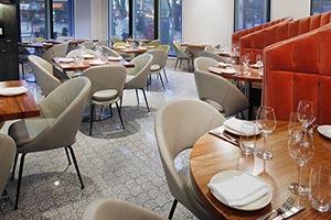 Reforma de restaurante gres porcelánico de Vives