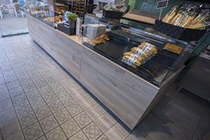 Proyecto de interiorismo en la cafetería con cerámica Vives