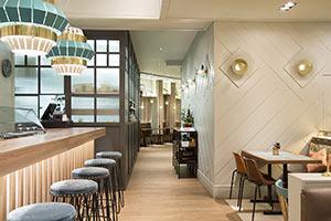 Gres porcelánico imitación madera para suelo de Soco Restaurant