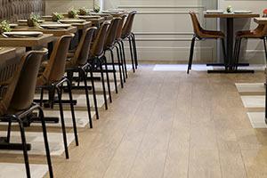 Proyecto de interiorismo de restaurante con material cerámico de Vives