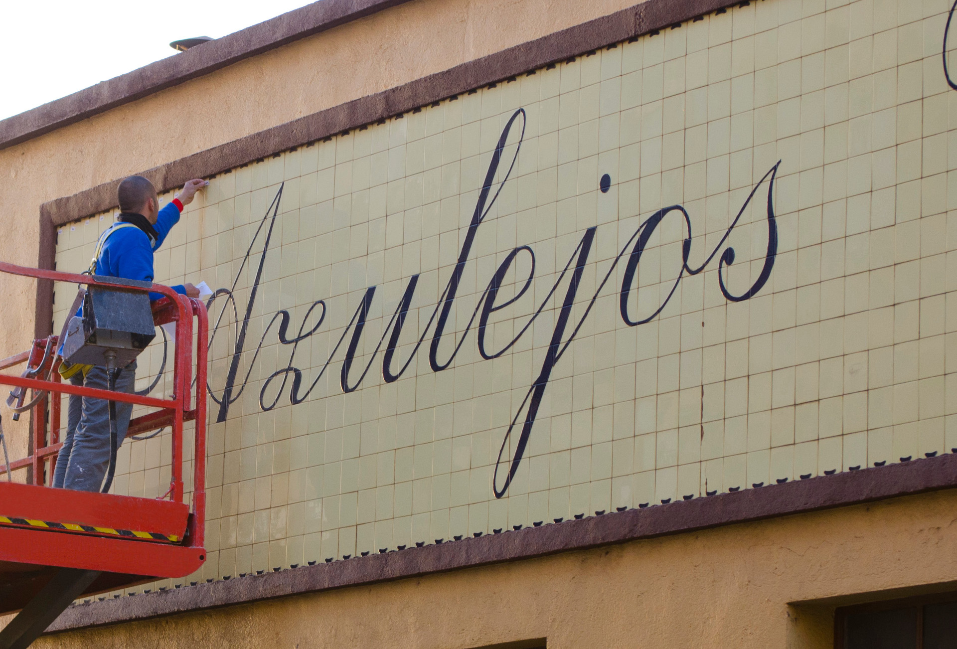 The First Vives Sign Vives Azulejos Y Gres