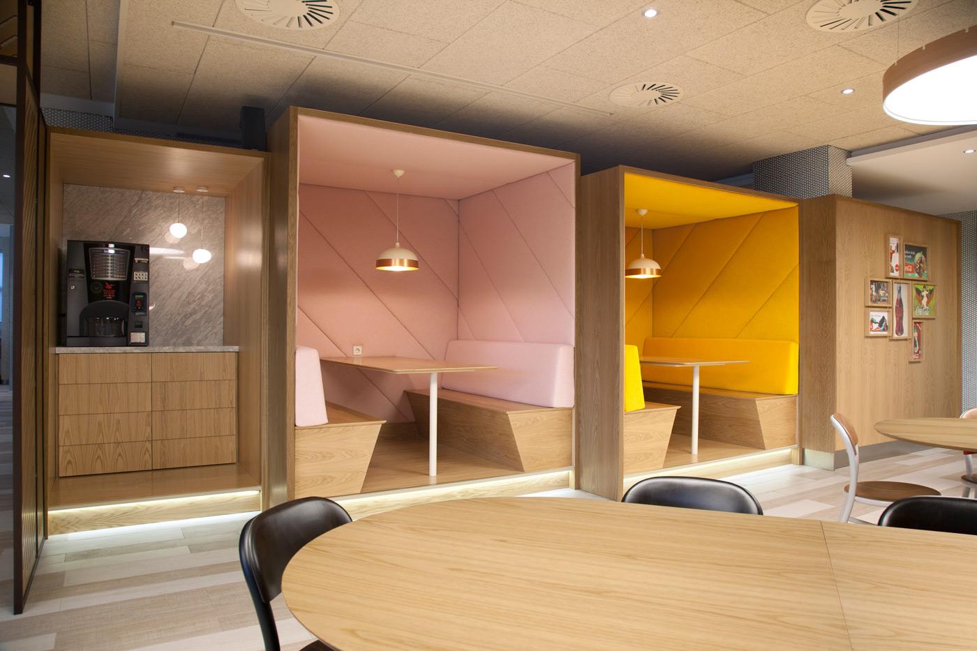 Oficinas centrales de cocacola en madrid cocacola inaugura for Oficinas de iberia