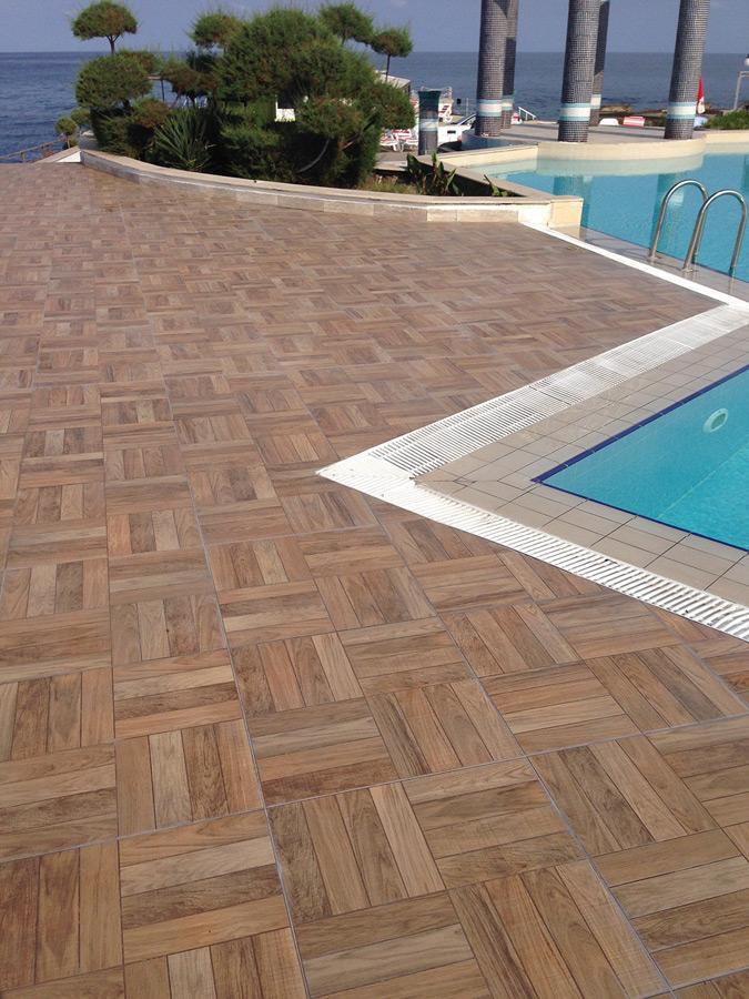 H tel dome vives azulejos y gres for Suelos antideslizantes para piscinas